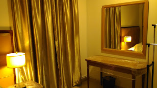 Warih Homestay : Cermin Dinding Yang Telah Siap Dipasang