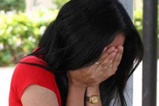 पत्नी ने लगाया आरोप - पति ने दरोगा और दोस्त से कराया मेरा रेप - Wife accused the husband