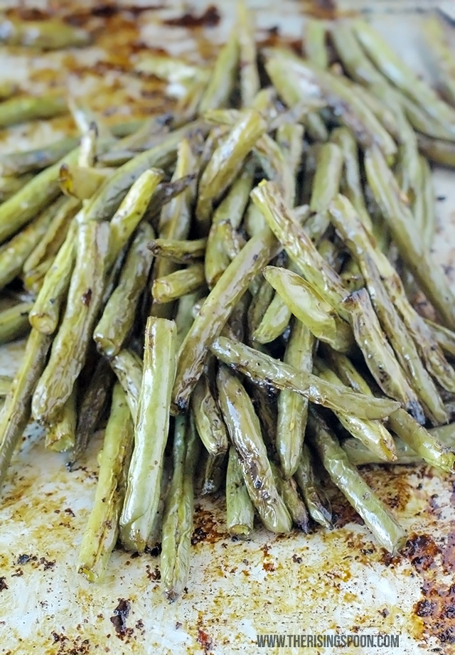 Balsamic Oven-Roasted Green Beans Recipe (This is SO quick & easy!)