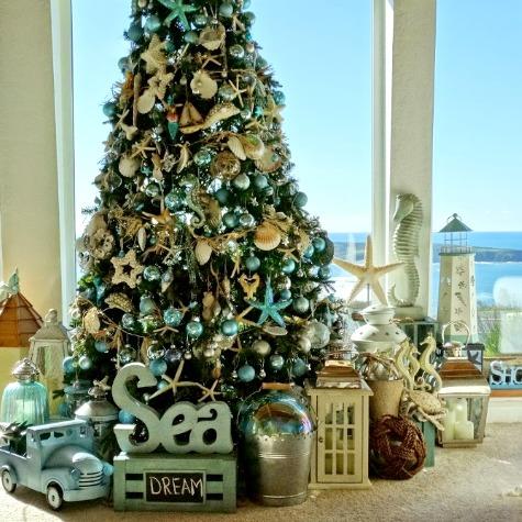 Coastal Christmas Decorating