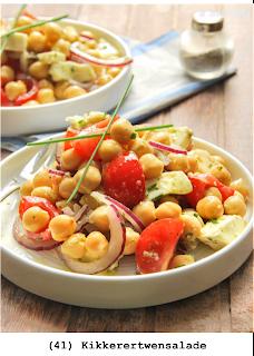 Kikkererwten, cherry tomaten, mozzarella, rode ui