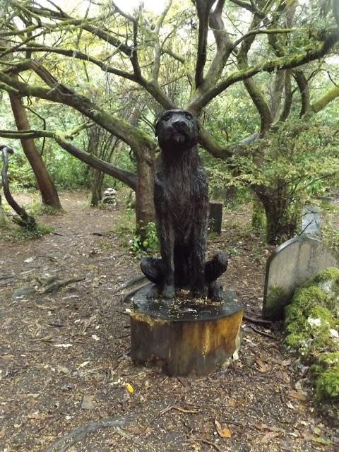 portmeirion, dog-cemetery, statue, travel