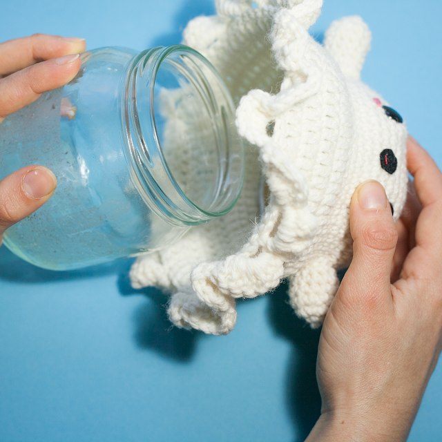 how to amigurumi ghost, picture of how the lid looks when opened