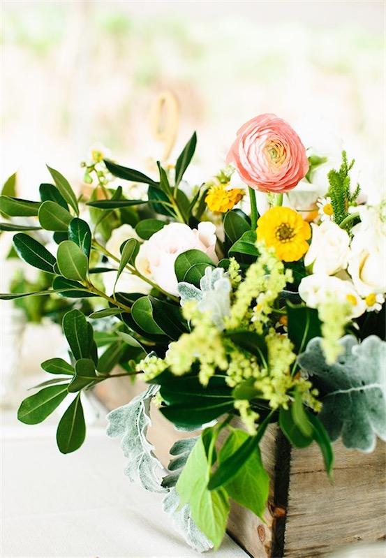 decorar mesa con flores para boda chicanddeco