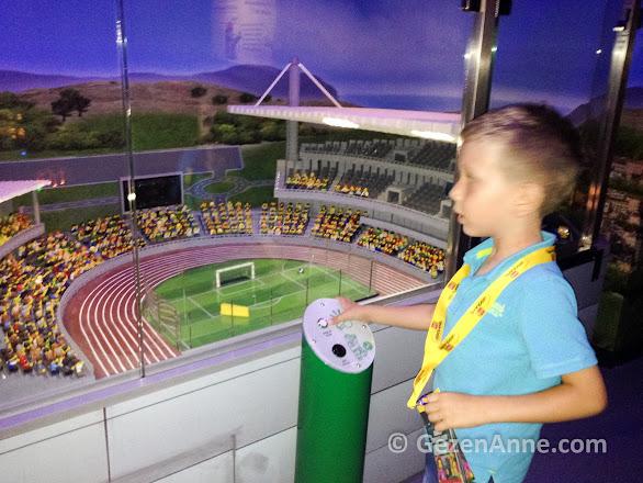 seyircilerin mini karakter olduğu stadyumda gol atan oğlum, Legoland Türkiye