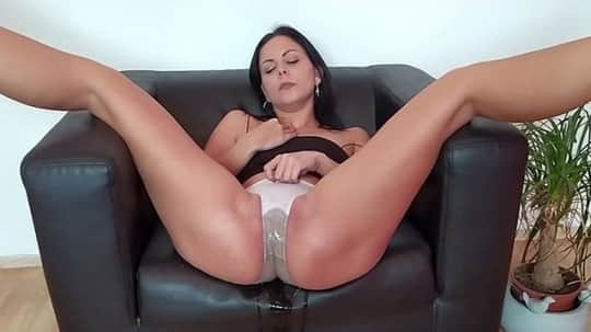 Julia Parker in Homemade Pissing Porno - Wet And Pissy
