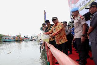 Kapolda Jabar Tebar 1 Juta Benih Ikan Di Karangsong