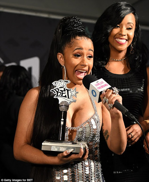 Cardi-B-wins-big-at-BET-#HipHopAwards-2017