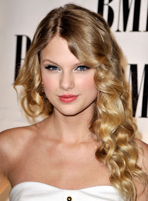 Frisuren Stil Haar 2016 Taylor Swift Romantische Wellig Updo
