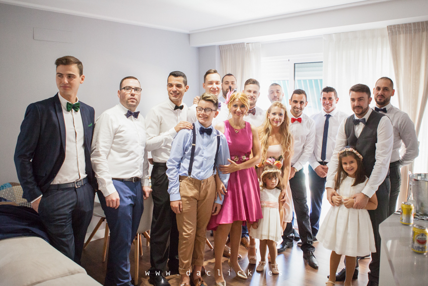 amigos y familia novio