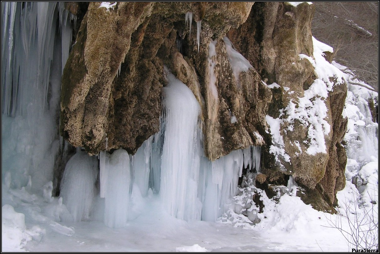 Cascada inferior en invierno (Nacimiento Del Río Cuervo)