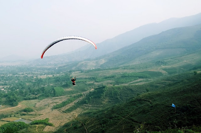 Beautiful places to play paragliding in Vietnam 2