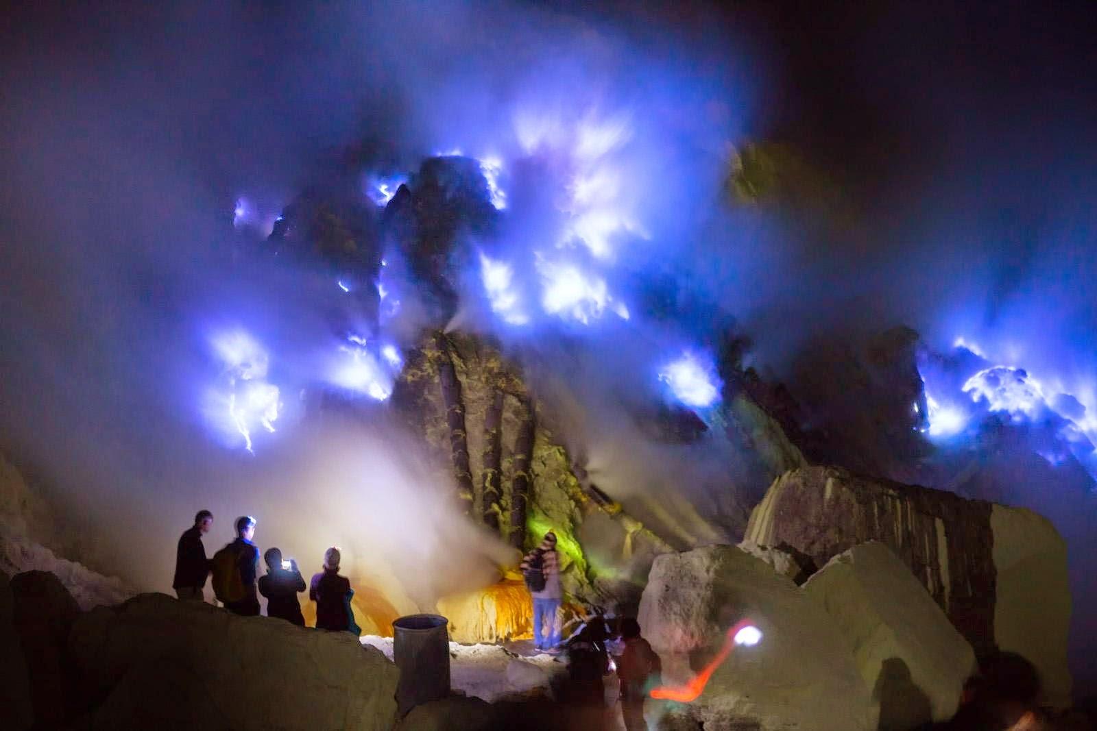 api biru, kawah ijen (Banyuwangi)