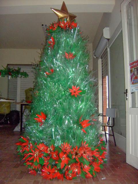 Árvore de Natal de garrafas pet passo a passo Coca Cola Design news # Enfeites De Natal Com Garrafas Pet Passo A Passo