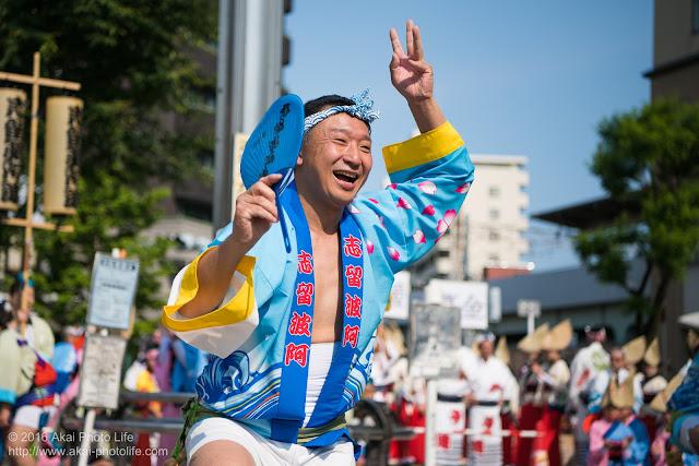 高円寺駅北口広場、阿波踊り、志留波阿連の流し踊りの写真