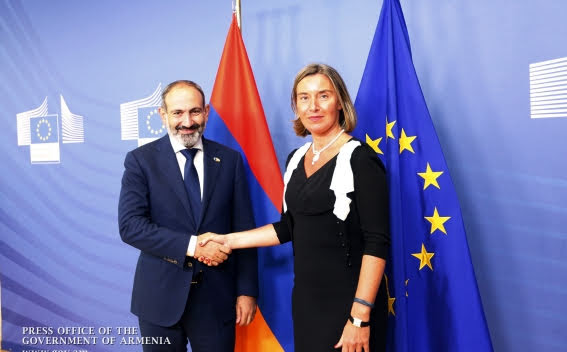 Pashinyan y Federica Mogherini se reúnen en Bruselas