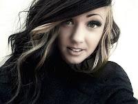 Bir kısın sarı ve siyah renkli meç saçı