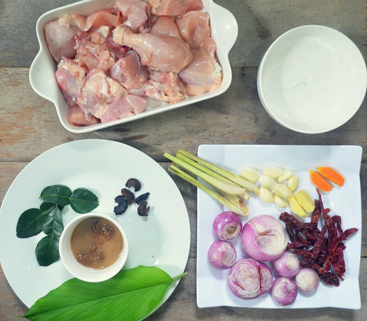 Bahan-bahan untuk memasak resepi rendang ayam