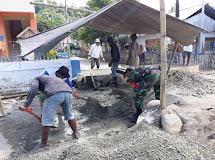 Wujud Kemanunggalan dan Kepedulian, Babinsa Molobog Bersama Warga Laksanakan Pengecoran Jembatan