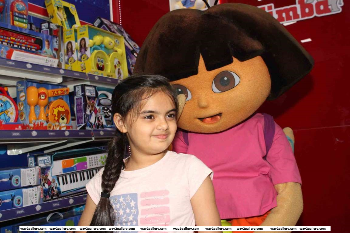 Yeh Hai Mohabbateins Ruhanika Dhawan launched Simba Toys new store