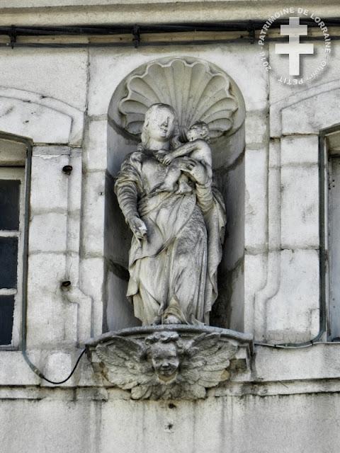 NEUFCHATEAU (88) - Vierge à l'Enfant (XVIIIe siècle)