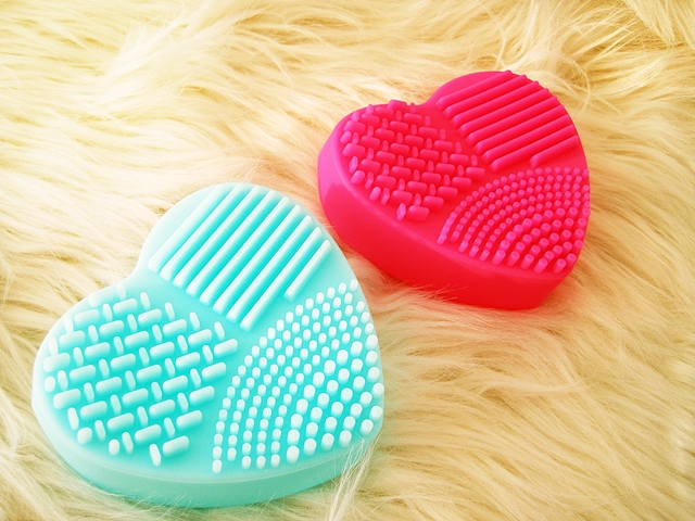 www.zaful.com/2-pcs-heart-shape-brush-eggs-p_254534.html?lkid=16350