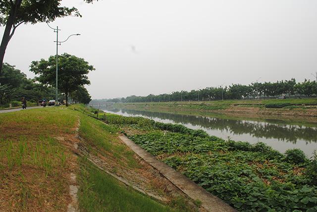 Dilarang Mandi di BKT [Banjir Kanal Timur]