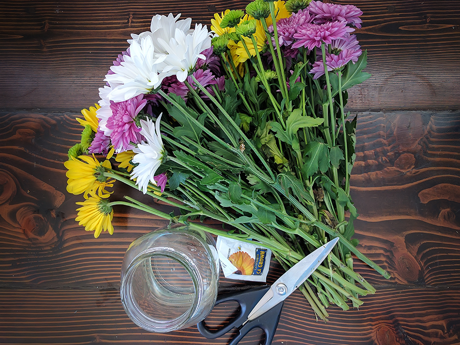 how to keep cut flowers alive
