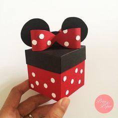 Cutie marturie botez tematic Minnie Mouse cu urechi si fundita de carton