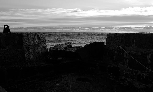 Unter dem Meer. Von meiner Fehlgeburt, dem Verdrängen und den Gefühlen unter Wasser (2). Auf Küstenkidsunterwegs beschreibe ich, wie ich mich nach dem erneuten Verlust unseres Sternenkinds gefühlt habe und weshalb ich quasi abgetaucht bin  und nicht darüber sprechen konnte.