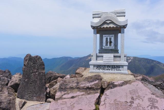 那須岳(茶臼岳)頂上の那須岳神社