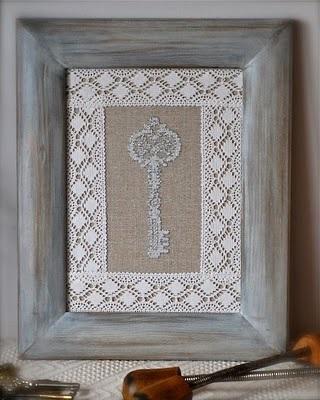 klucze haftowane krzyzykami