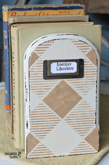 Upcycled Thrift Shop Wooden Bookends #oldsignstencils #upcycle #thriftshopmakeover #drawerlabel #buffalocheck #stencil #layeringblock #oldsignstencils
