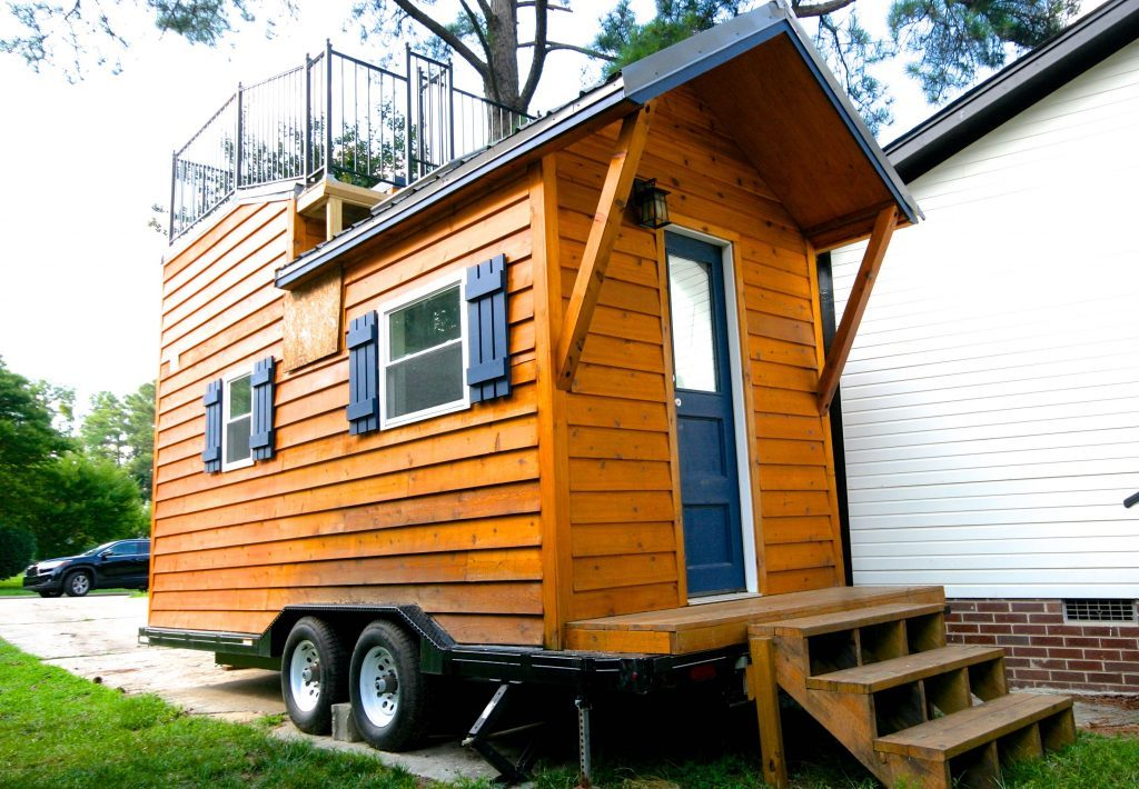 tiny house town tiny cabin with a rooftop patio. Black Bedroom Furniture Sets. Home Design Ideas