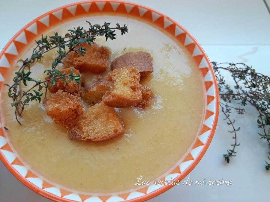 Crema de calabaza, coliflor, patata y tomillo, con picatostes