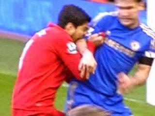 Luis suarez Menggigit lengan Ivanovic