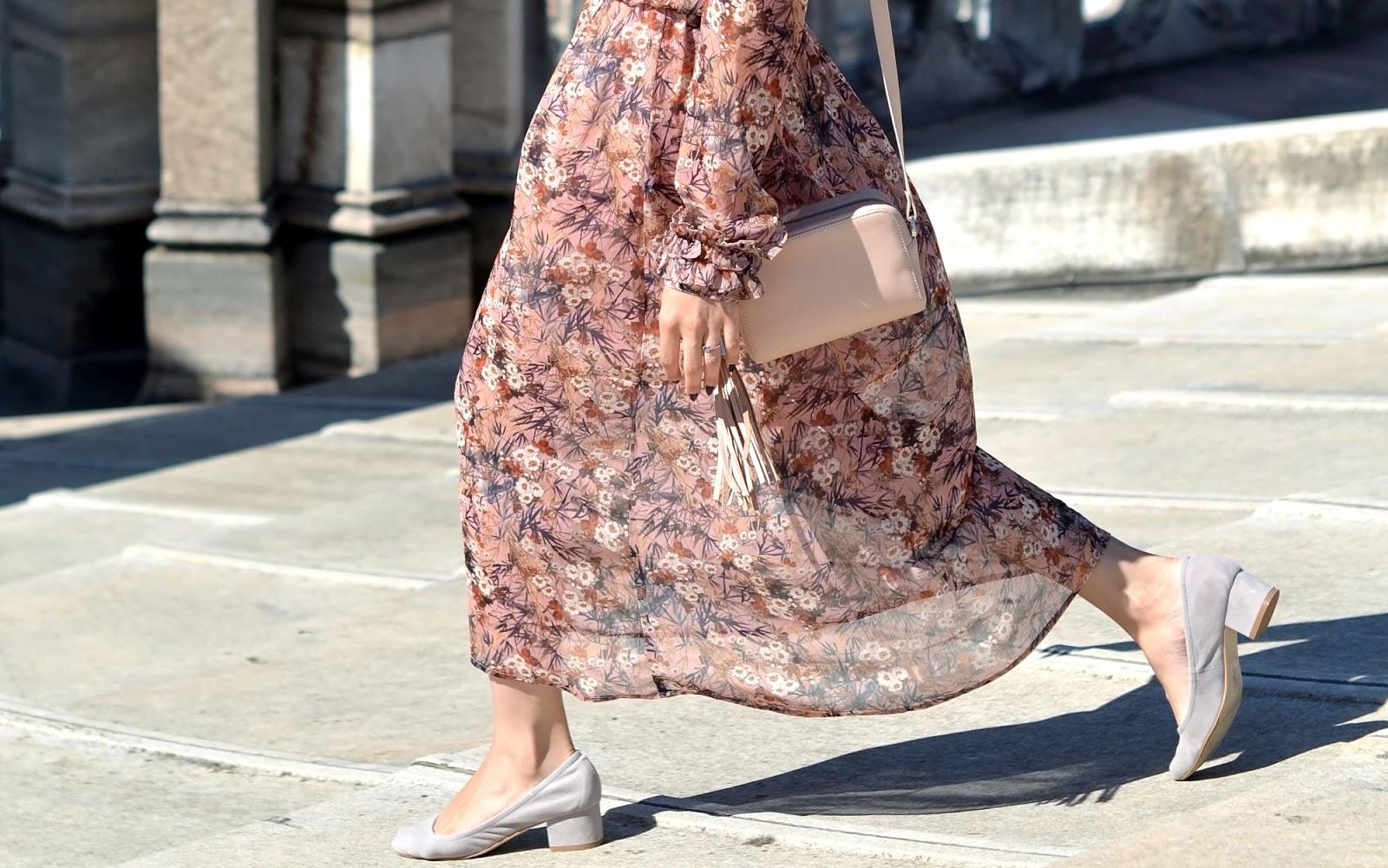 dluga sukienka | blog modowy | print | kwiatowy wzor jak nosic | elegancja i styl | cammy