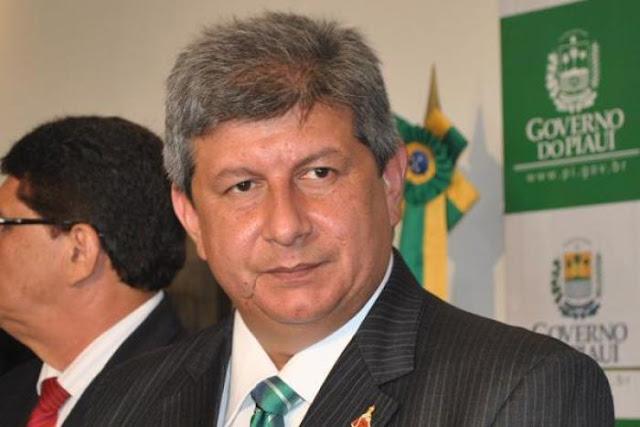 Ex-governador dá tiro de escopeta em barraqueiro na praia de Macapa