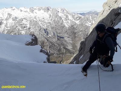 fernando calvo guia de alta montaña uiagm , escaladas al naranjo de bulnes picu urriellu, alpinismo en picos de europa