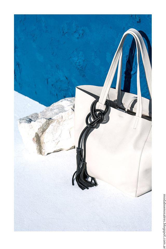 """Bolsos de cuero para mujer """"tote bag"""" con accesorios. Moda verano 2017 ropa de moda."""