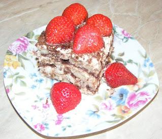 Tiramisu reteta de casa cu oua piscoturi mascarpone zahar cacao cafea capsuni retete prajitura desert tort,