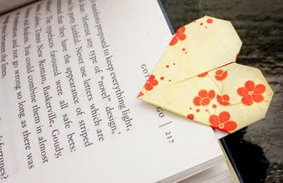 d coration de chambres d 39 enfants pliage papier pour fabriquer un marque page en forme de coeur. Black Bedroom Furniture Sets. Home Design Ideas
