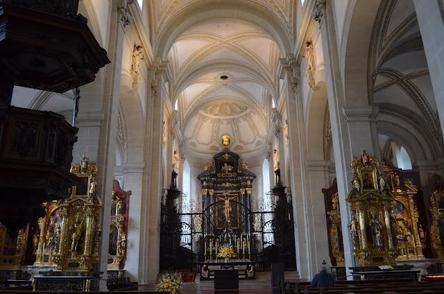 Igreja Hofkirche St. Leodegar