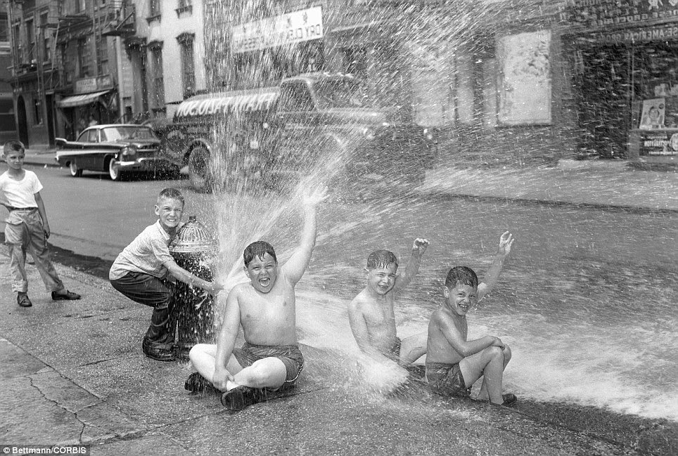 Interesting vintage photos of summer in new york vintage for Garden state pool scene quote