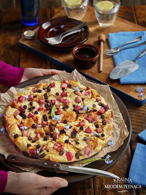 placek z rabarbarem, ciasto z rabarbarem, ciasto z czekoladą, placek z czekoladą, ciasto z chałki, placek z chałki, ciasto z cynamonem, ciasto cynamonowe, kraina miodem płynaca