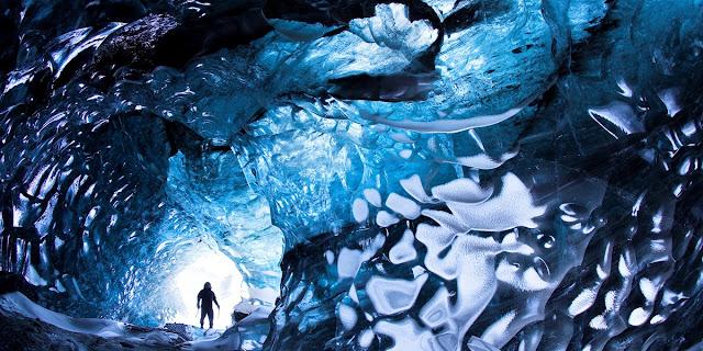 Vatnajökull National Park ice cave