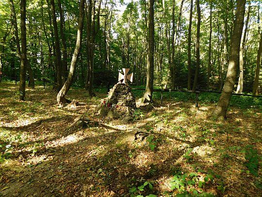 Cmentarz wojenny Kamień znajdujący się po polskiej stronie granicy.
