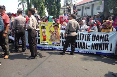 Ribuan Massa Kepung Kantor Gakkumdu Lampung