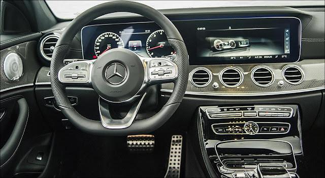 Bảng taplo Mercedes E350 AMG 2019 được ốp sợi kim loại trải dài trên bề mặt Taplo và 2 bên cửa