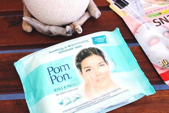 Pom Pon makeup wipes with ceramides for sensitive skin.Pom Pon mejkap maramice sa ceramidima za osetljivu kozu.